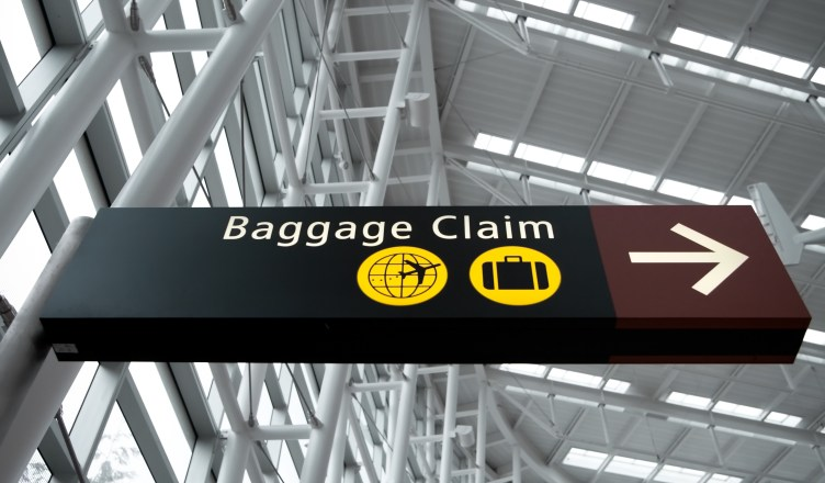 airport signage that says baggage claim